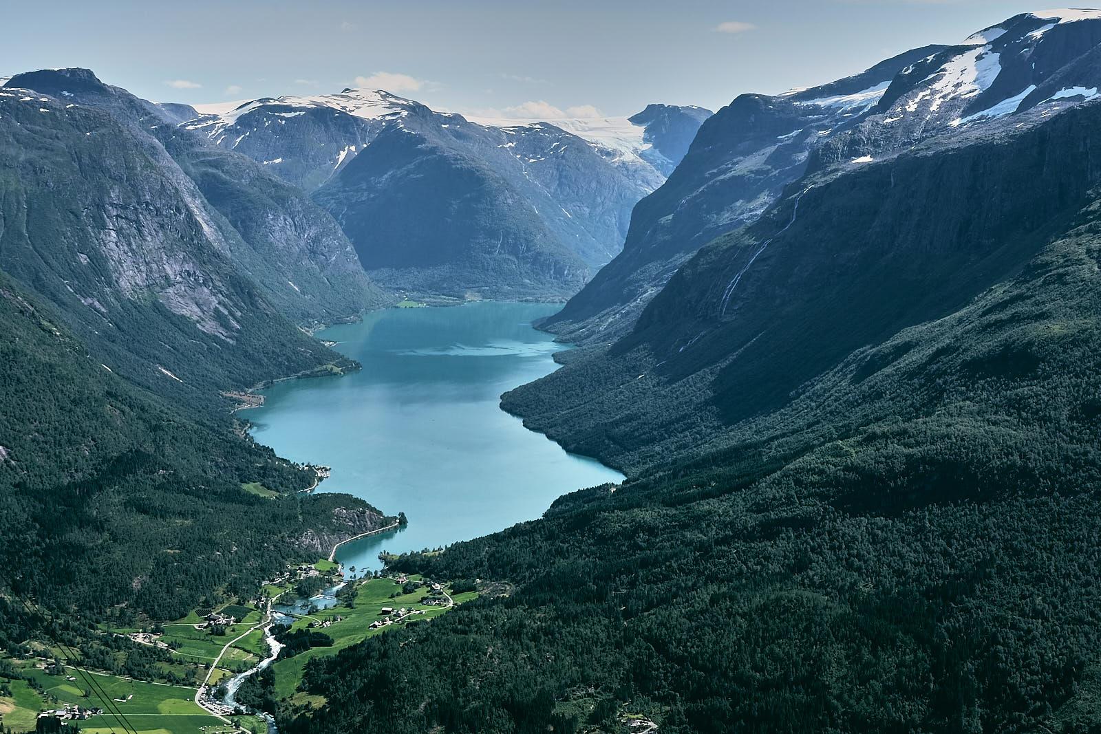 Loen, Lovatnet, Jostedalsbreen, innsjø, fjell